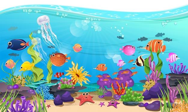 Wunderschönes meer mit korallen, riffen und fischen Premium Vektoren