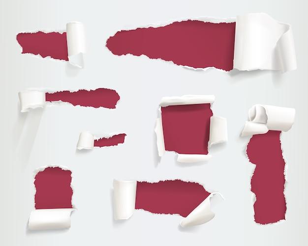 Zerrissene papierillustration der realistischen zerlumpten oder zerrissenen weißen seitenseiten oder der fahnen Kostenlosen Vektoren