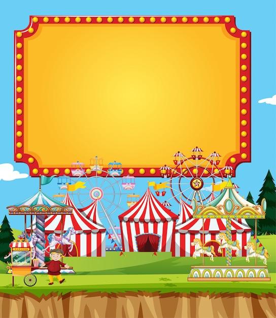 Zirkusszene mit banner am himmel Kostenlosen Vektoren