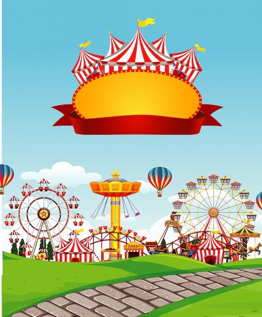 Zirkusszene mit zeichenschablone im himmel Kostenlosen Vektoren