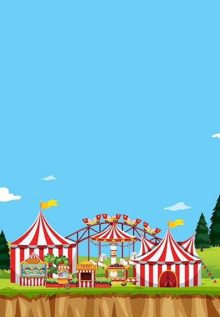 Zirkusszene mit zelten und vielen fahrgeschäften Kostenlosen Vektoren