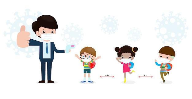 Zurück in die schule für ein neues normales lifestyle-konzept. glückliche schüler nette kinder mit lehrer tragen gesichtsmaske und alkoholgel oder handwaschgel und soziale distanzierung schützen coronavirus oder covid-19 gesund Premium Vektoren