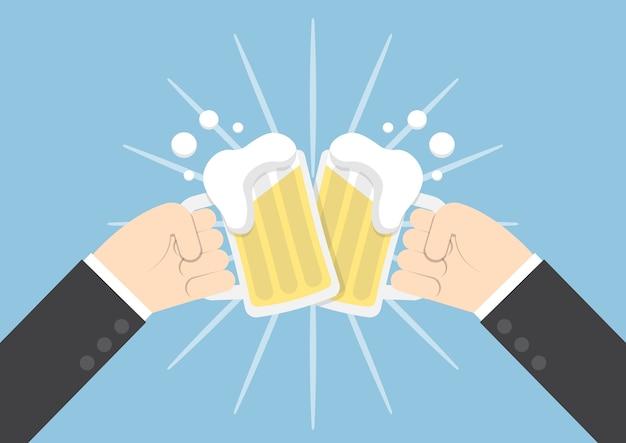 Zwei geschäftsmannhände, die gläser bier rösten Premium Vektoren