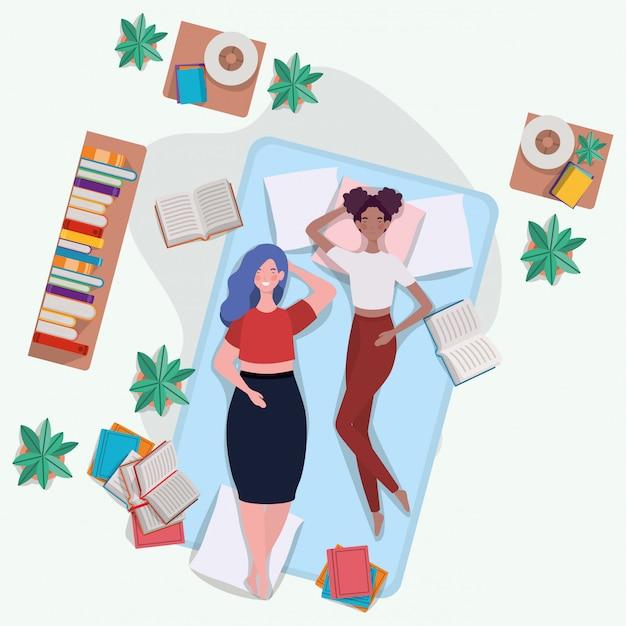Zwischen verschiedenen rassen frauen, die in der matratze im schlafzimmer sich entspannen Kostenlosen Vektoren