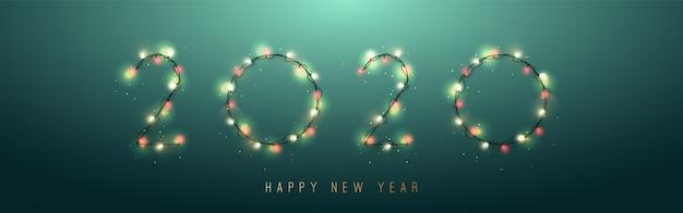 2020 ano novo de guirlandas brilhantes isoladas sobre fundo verde. Vetor Premium