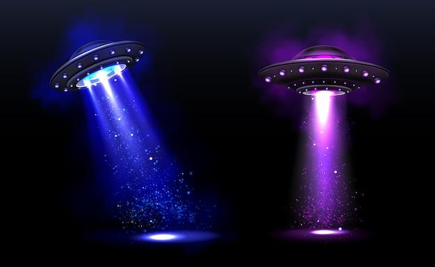 3d ufo, naves espaciais alienígenas de vetor com feixes de luz azuis e roxos com brilhos. pires com iluminação e raio brilhante para abdução humana, objetos voadores não identificados ilustração em vetor realista Vetor grátis
