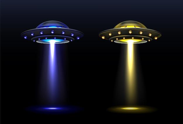 3d ufo, naves espaciais alienígenas vetoriais com feixe de luz das cores azuis e amarelas. pires com iluminação brilhante e raio vertical para abdução, objetos voadores não identificados, ilustração vetorial realista Vetor grátis