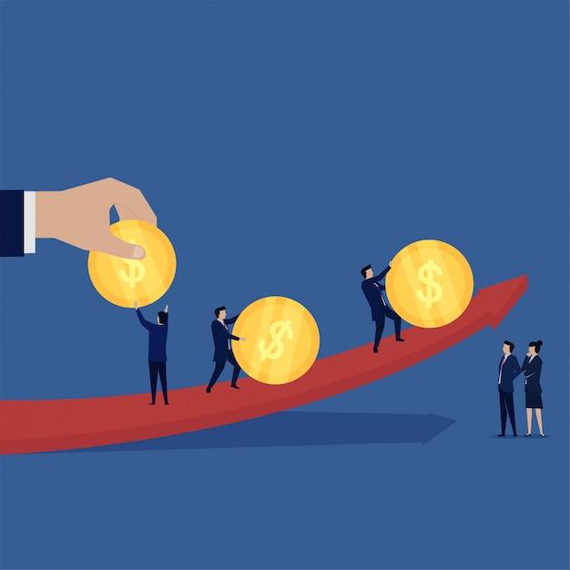 A equipe do negócio traz a moeda segue a metáfora da seta do negócio de lucro. Vetor Premium