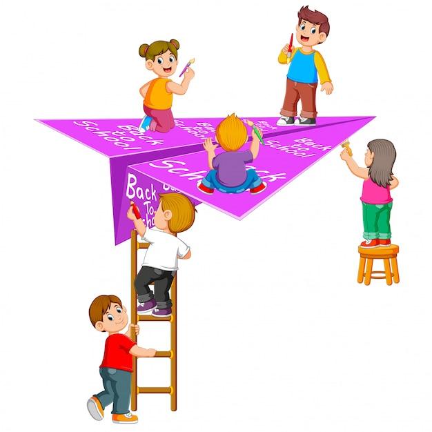 A ilustração do aluno fazendo nas costas para a escola Vetor Premium