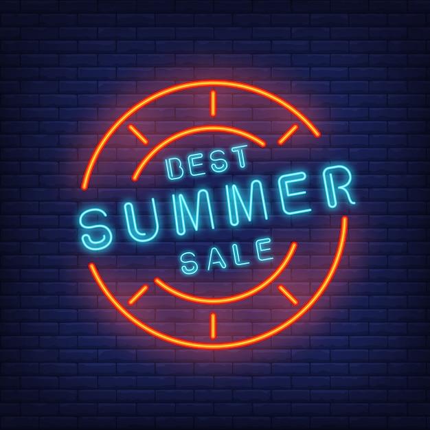 A melhor venda do verão assina dentro o estilo de néon. ilustração com texto azul no quadro redondo e selo vermelho Vetor grátis