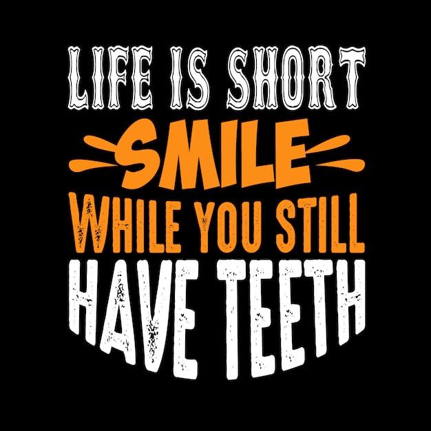 A vida é curta sorriso enquanto você ainda tem dentes Vetor Premium