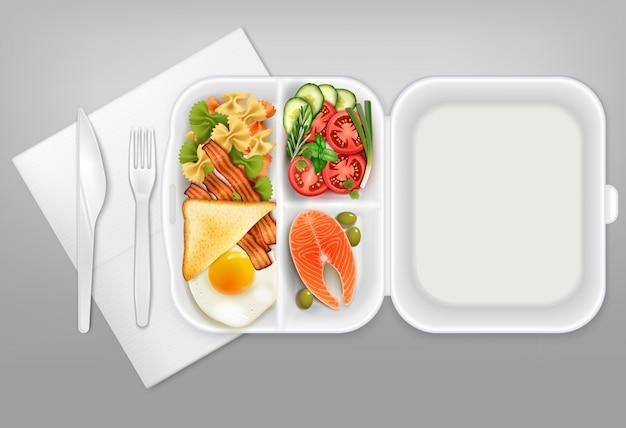 Abriu a lancheira descartável com salada de salmão bacon ovo faca garfo talheres de plástico branco ilustração realista composição Vetor grátis