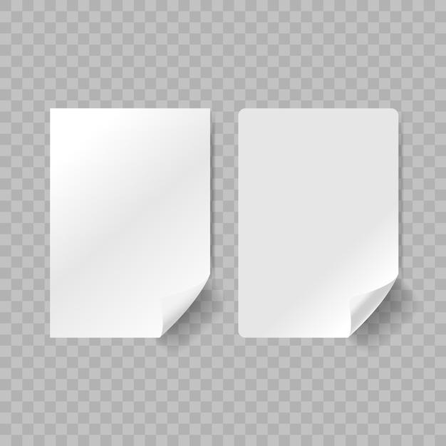 Adesivos de papel branco realistas com canto esquerdo curvo isolado Vetor Premium