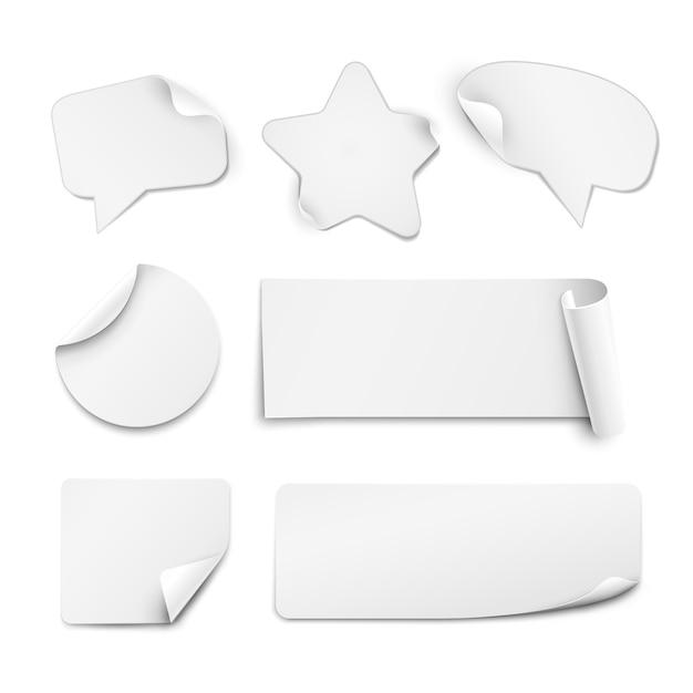 Adesivos realistas de papel branco em forma de círculo, estrela e balão de fala, isolados no fundo branco Vetor grátis