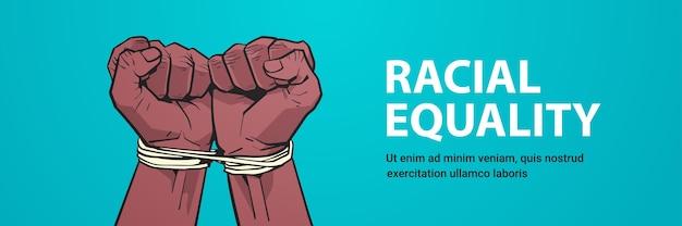 Afro-americano punhos negros amarrados com corda parar racismo igualdade racial vida negra importa espaço cópia Vetor Premium