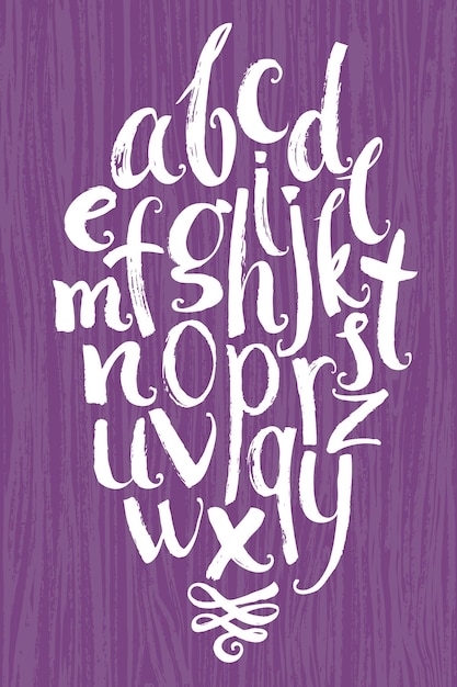 Alfabeto do vetor. letras brancas escritas com uma escova em um fundo de madeira Vetor grátis