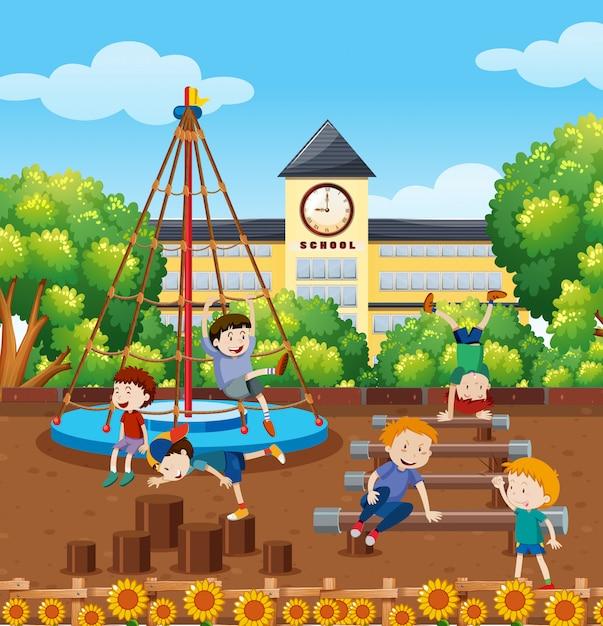 Alunos brincando no playground da escola Vetor Premium