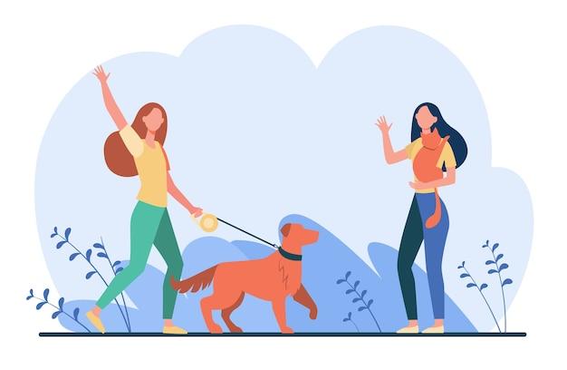 Amigo caminhando com animais de estimação, encontrando e acenando olá. mulheres com cachorro e gato fora da ilustração plana. Vetor grátis