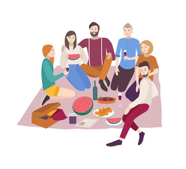 Amigos felizes jantando ao ar livre no fundo branco. Vetor Premium