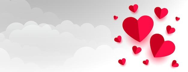 Amo corações de papel nas nuvens, banner do dia dos namorados Vetor grátis