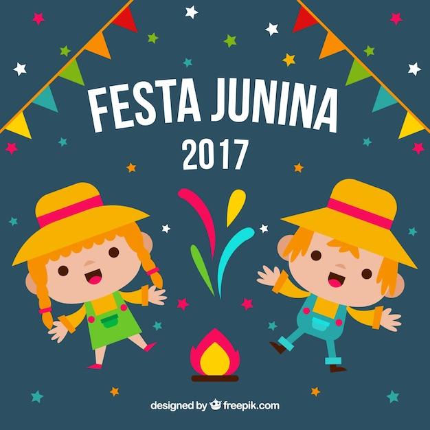 Antecedentes de personagens alegres comemorando festa junina Vetor grátis