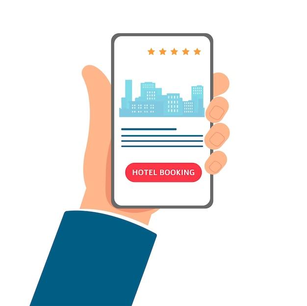 App de reserva de hotel - desenho de mão segurando um telefone com interface de aplicativo móvel na tela. serviço de reserva de quartos online com o horizonte da cidade - ilustração Vetor Premium