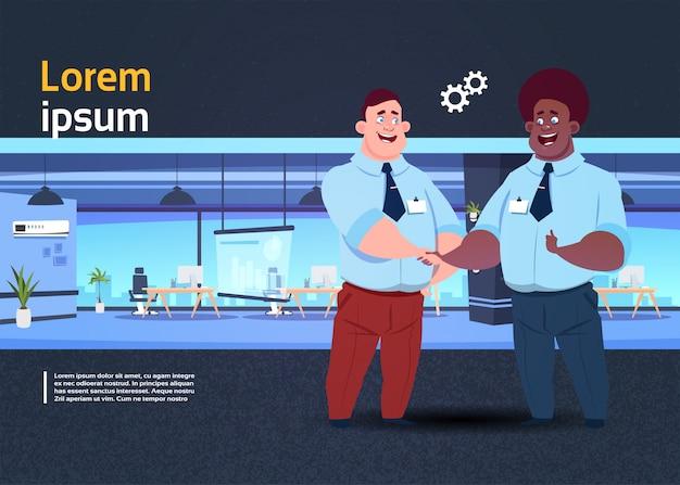 Apresentação do espaço de coworking com pessoas de negócios Vetor Premium