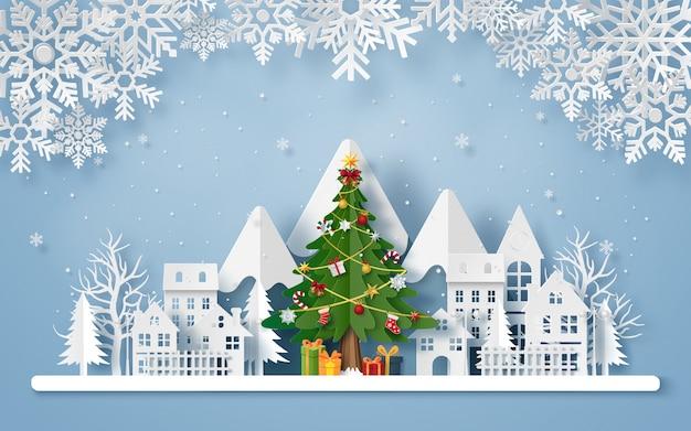 Arte de papel origami da árvore de natal na vila com a montanha Vetor Premium