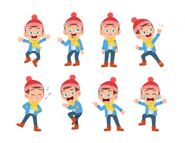 As expressões infantis usam roupas de inverno para o outono Vetor Premium