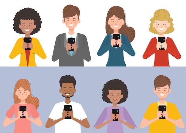 As pessoas estão usando smartphones com mídias sociais. Vetor Premium