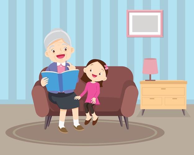 Avó sentada com os netos no sofá com o livro Vetor Premium