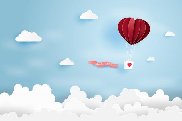 Balão de ar do coração fez origami flutuar sobre o céu azul Vetor Premium