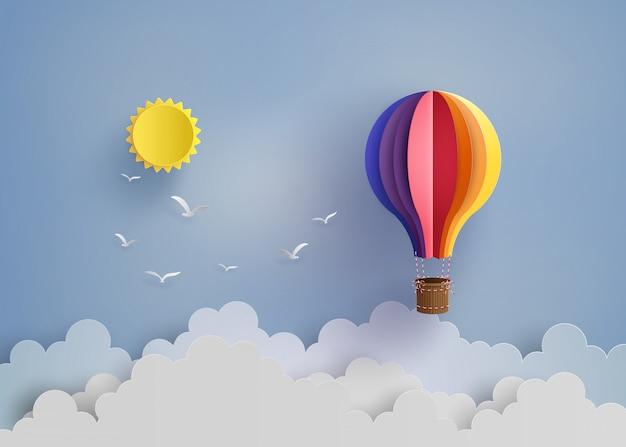 Balão de ar quente e nuvem Vetor Premium