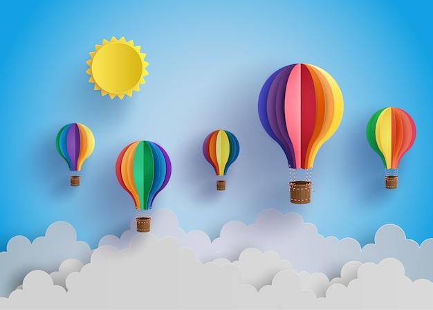 Balão e nuvem de ar quente colorido. Vetor Premium