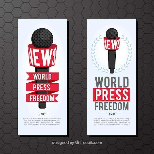 Bandeiras do dia da liberdade de imprensa mundial com microfone Vetor grátis