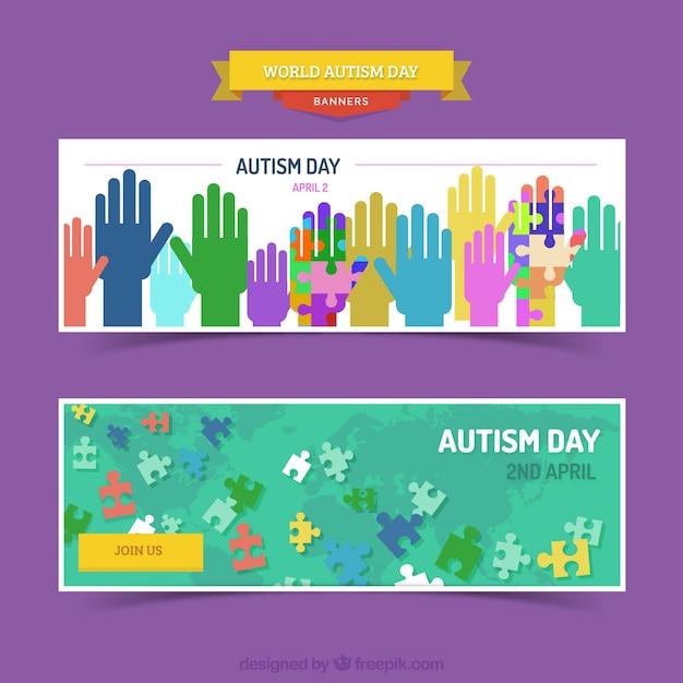 Bandeiras do dia do autismo com mãos coloridas e peças do puzzle Vetor grátis
