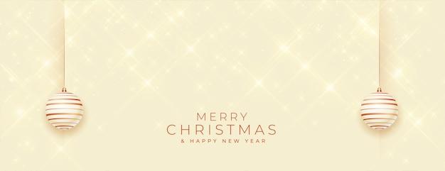 Banner brilhante de feliz natal com decoração de bugigangas Vetor grátis
