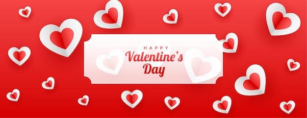 Banner de corações de papel de amor vermelho para dia dos namorados Vetor grátis