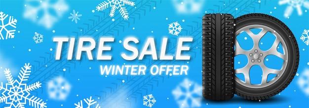 Banner de inverno venda pneu com roda de carro com picos sobre fundo azul de inverno com flocos de neve Vetor Premium