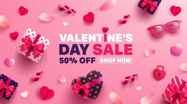 Banner de venda de dia dos namorados com presente doce, coração doce e itens adoráveis Vetor Premium