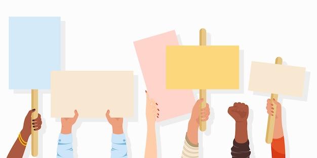 Banners de manifestantes. cartaz de sinal de manifestação segura na mão, cartaz de protesto pela paz e cartazes de voto em branco. greve, revolução, histórico de conflito. Vetor Premium