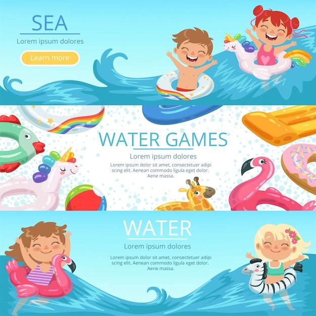 Banners horizontais definir feliz childrens jogando na praia e parque aquático Vetor Premium