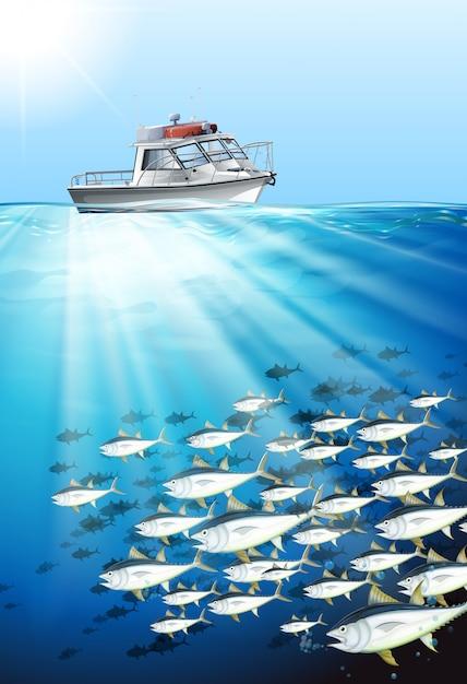 Barco de pesca e peixe sob o mar Vetor grátis