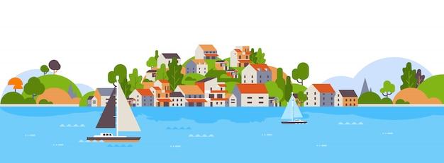 Barcos na praia à beira-mar, casas de ilha e hotéis, conceito de férias de verão costa iate do mar Vetor Premium