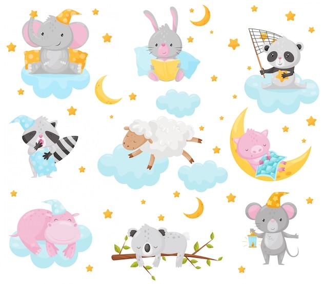 Bichinhos fofos dormindo sob um céu estrelado, elefante adorável, coelho, panda, guaxinim, ovelha, leitão, hipopótamo dormindo nas nuvens, elemento de design de boa noite, bons sonhos ilustração Vetor Premium