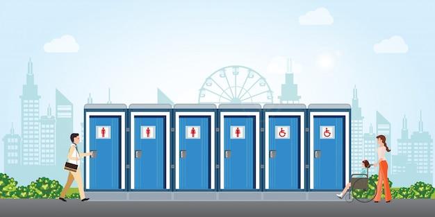 Bio banheiros móveis na cidade com banheiros para homens e mulheres deficientes. Vetor Premium