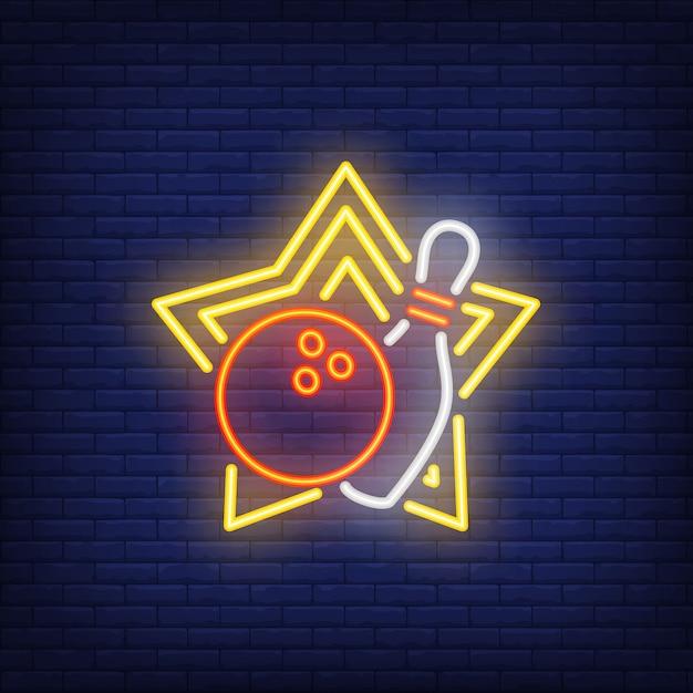 Bola de boliche e pin no sinal de néon da estrela amarela Vetor grátis