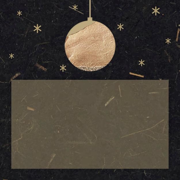 Bola dourada de ano novo e estrelas cintilantes com forma de retângulo em fundo de papel amora preto Vetor grátis