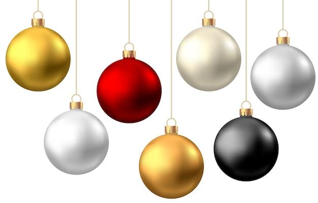 Bolas de natal realistas de vermelho, preto, ouro e prata isoladas no fundo branco. Vetor Premium