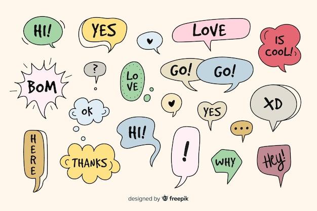 Bolhas do discurso desenhada de mão com diferentes expressões Vetor grátis